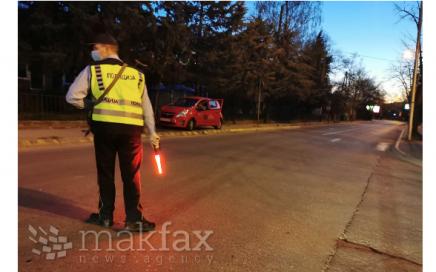 Полицајци повредени во сообраќајки во Скопје и Струга